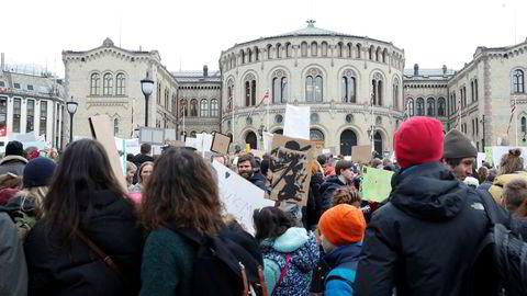 Studenter sliter med klimaangst. Bildet er fra skolestreiken for klima i mars foran Stortinget.