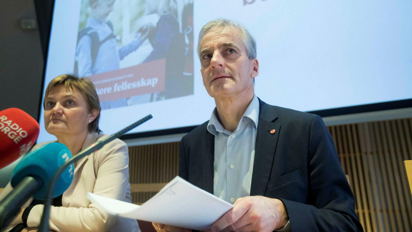 Arbeiderpartiet og Rigmor Aasrud og Jonas Gahr Støre legger frem sitt alternative budsjett i Stortinget.