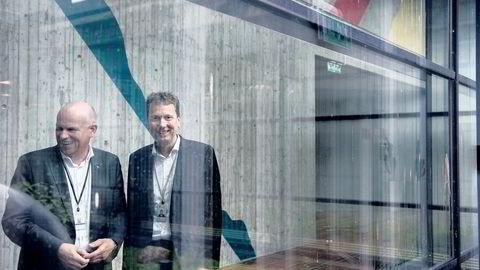 Norgessjef Arne Sigve Nylund (til venstre), og brønnoperasjonsansvarlig Kjetil Hove håper å få partnerne med på programmet til 50 milliarder kroner over 2018 og 2019. Her ved en brønnmodell i hovedkontoret fredag.