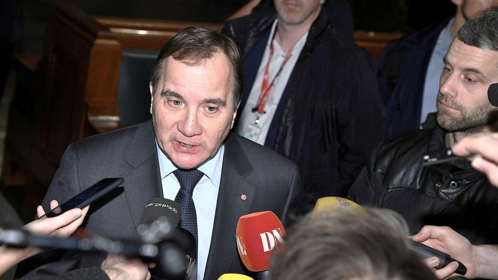 Det fremstår som et paradoks at statsminister Stefan Löfven ser ut til å bli sittende som statsminister, til tross for et valg der seks av ti stemmer gikk til partier til høyre for Socialdemokraterna. Her statsminister Löfven etter møte med riksdagens talmannen torsdag.