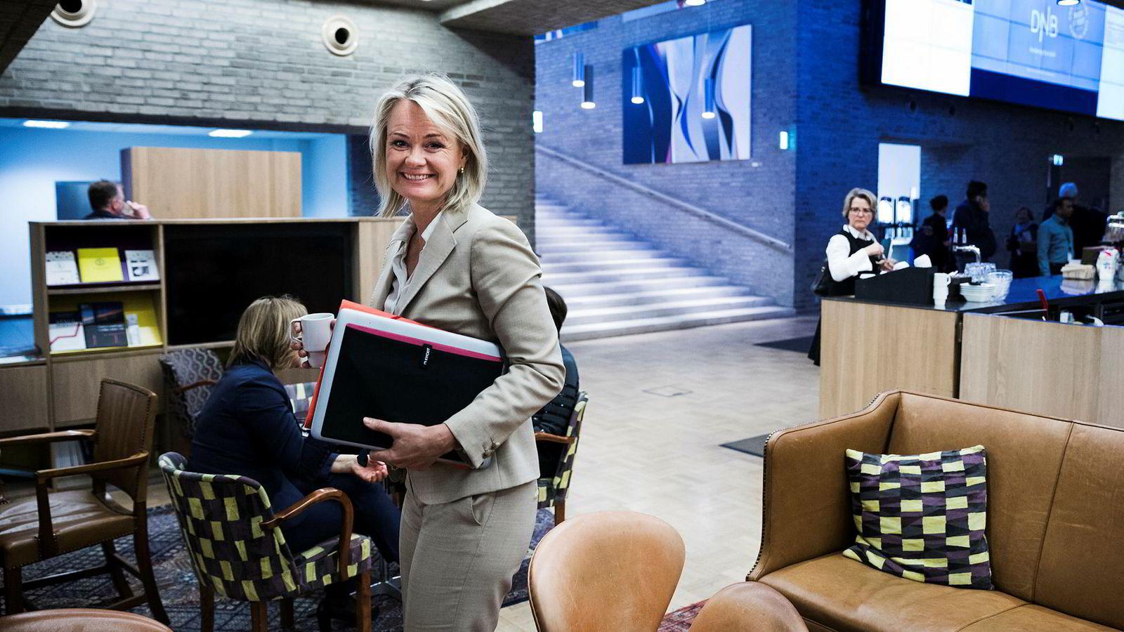 Ingjerd Blekeli Spiten i DNB er forberedt på ny konkurranse i mobilbankmarkedet. Men hun tror også folk flest vil ha mest tillit til bankene.
