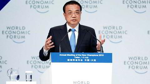 Kinas statsminister Li Keqiang forsøker å berolige utenlandske selskaper og investorer om at de fortsatt er velkomne i Kina – til tross for handelskrigen med USA.