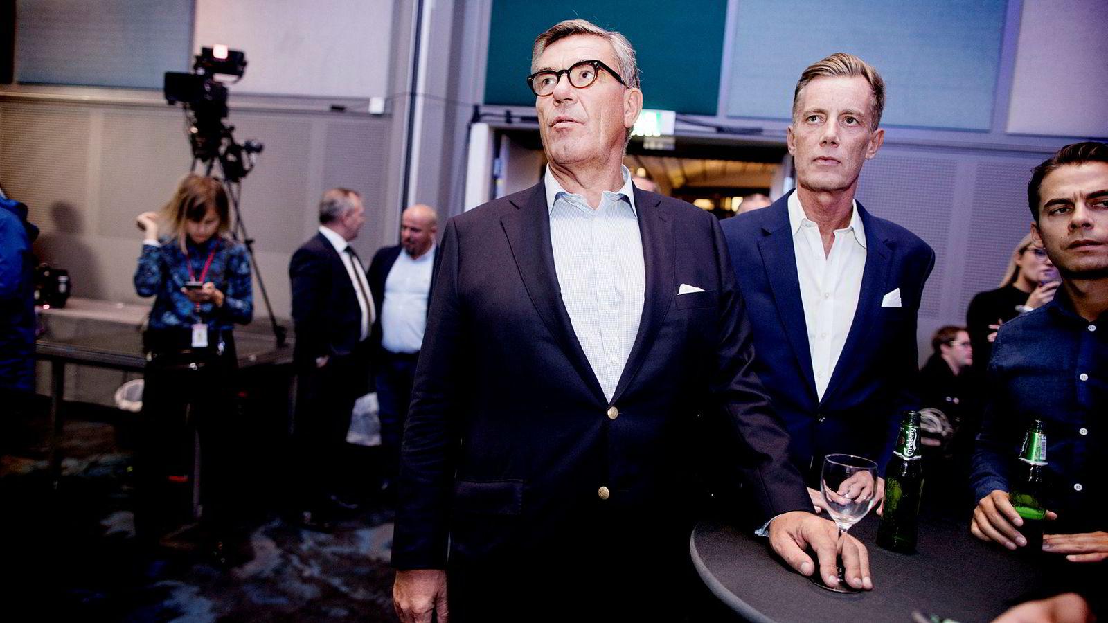 Stein Erik Hagen på Høyres valgvake på SAS-hotellet. Investoren tror Giske kan dra flere stemmer for Ap enn Støre. Til høyre for Hagen står Hagens venn Sverre Christian Hammer og Nicholay Johansen Tehrani.