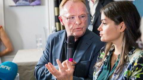 Per Sandberg og Bahareh Letnes på deres felles pressekonferanse etter at Sandberg trakk seg som fiskeriminister.