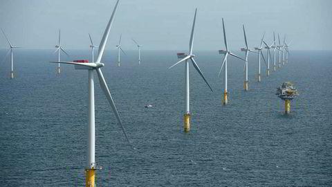 Havvindparken Sheringham Shoal med 88 vindmøller plassert utenfor kysten av Norfolk i England. Presentert som Norges første vindmøllepark til havs i 2012. Statoil og Masdar åpnet verdens første kommersielle flytende havvindpark utenfor Aberdeen i Skottland i 2017.