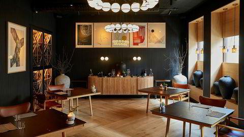 Restaurant Tea Room at Imperial kunne like gjerne vært en illegal pokerklubb, med sine fem kvadratiske bord, som en restaurant med skyhøye ambisjoner.Oslo