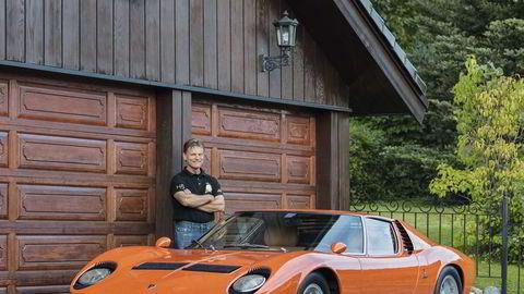 Garasjegalleri. – Enkelte ser det vakre i et maleri, men mange ser det ikke, sier Harald Skjøldt og hinter til Lamborghini Miura som kunstobjekt. Miura feirer 50 år i 2016