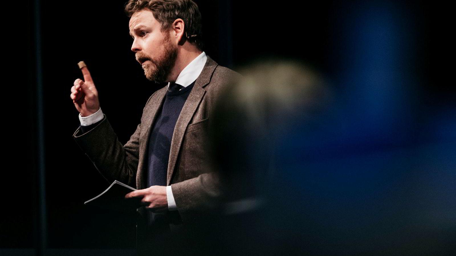 Næringsminister Torbjørn Røe Isaksen svarer på kritikken fra Else Bugge Fougner.