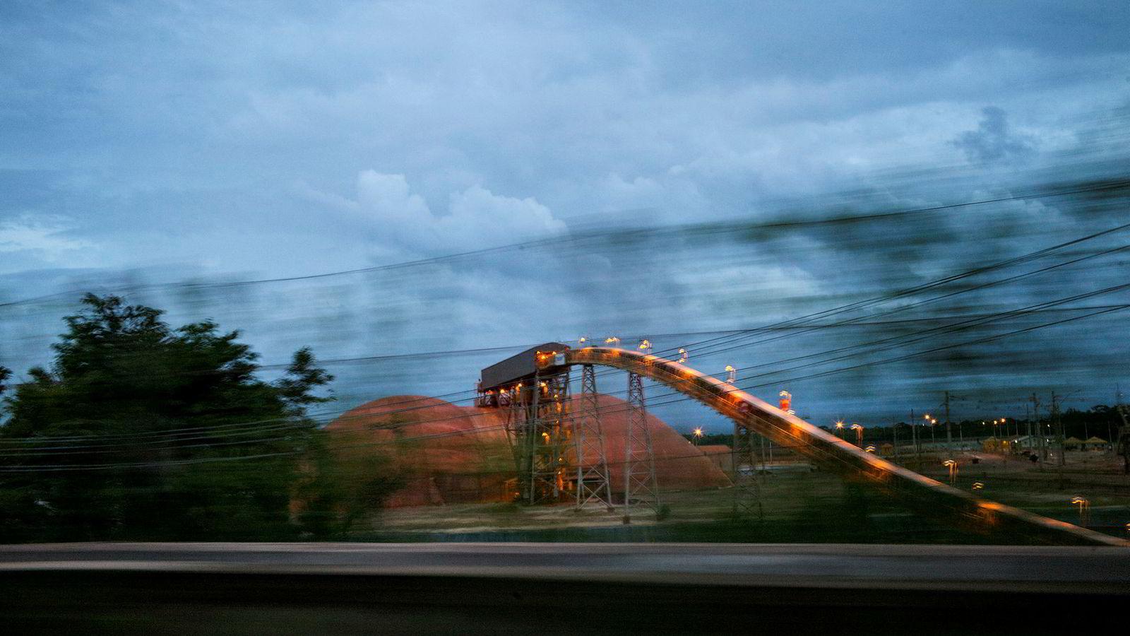 Fra Hydros aluminumsraffineri Alunorte, i Brasil.