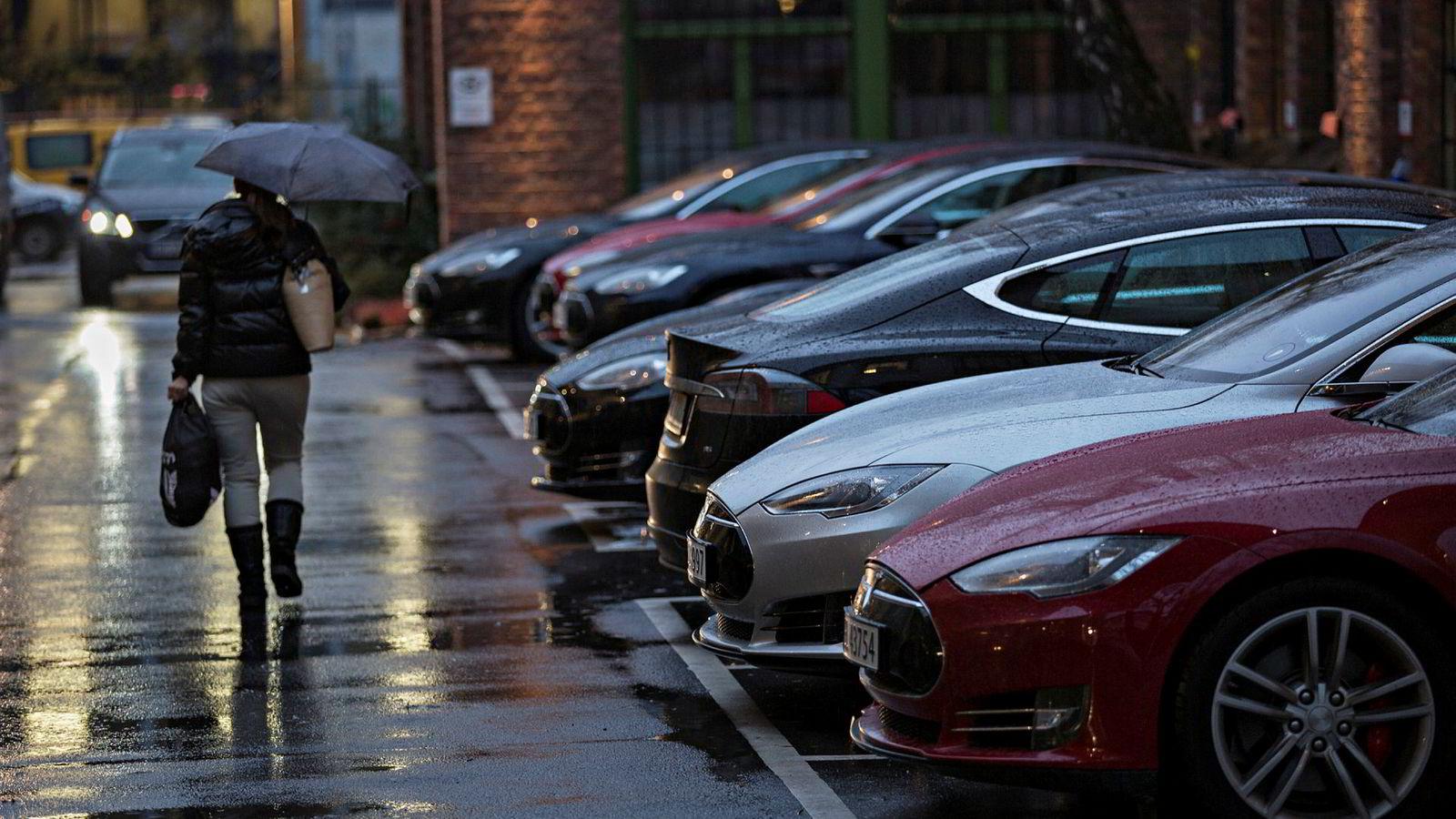 Tesla-salget i Norge falt med 13,8 prosent i 2016.