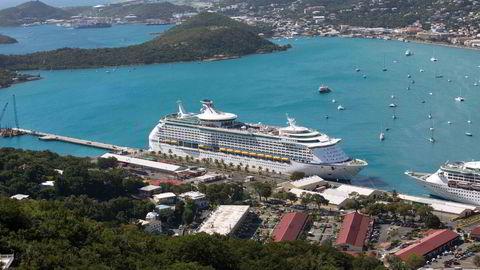 KRAV: Norwegians passasjerer kan ha rett til erstatning om cruiseturen går fløyten.                    Her er Royal Caribbeans «Explorer of the Seas» til havn i St. Thomas, U. S. Virgin Islands. Foto: Thomas Layer/AP Photo/NTB Scanpix.