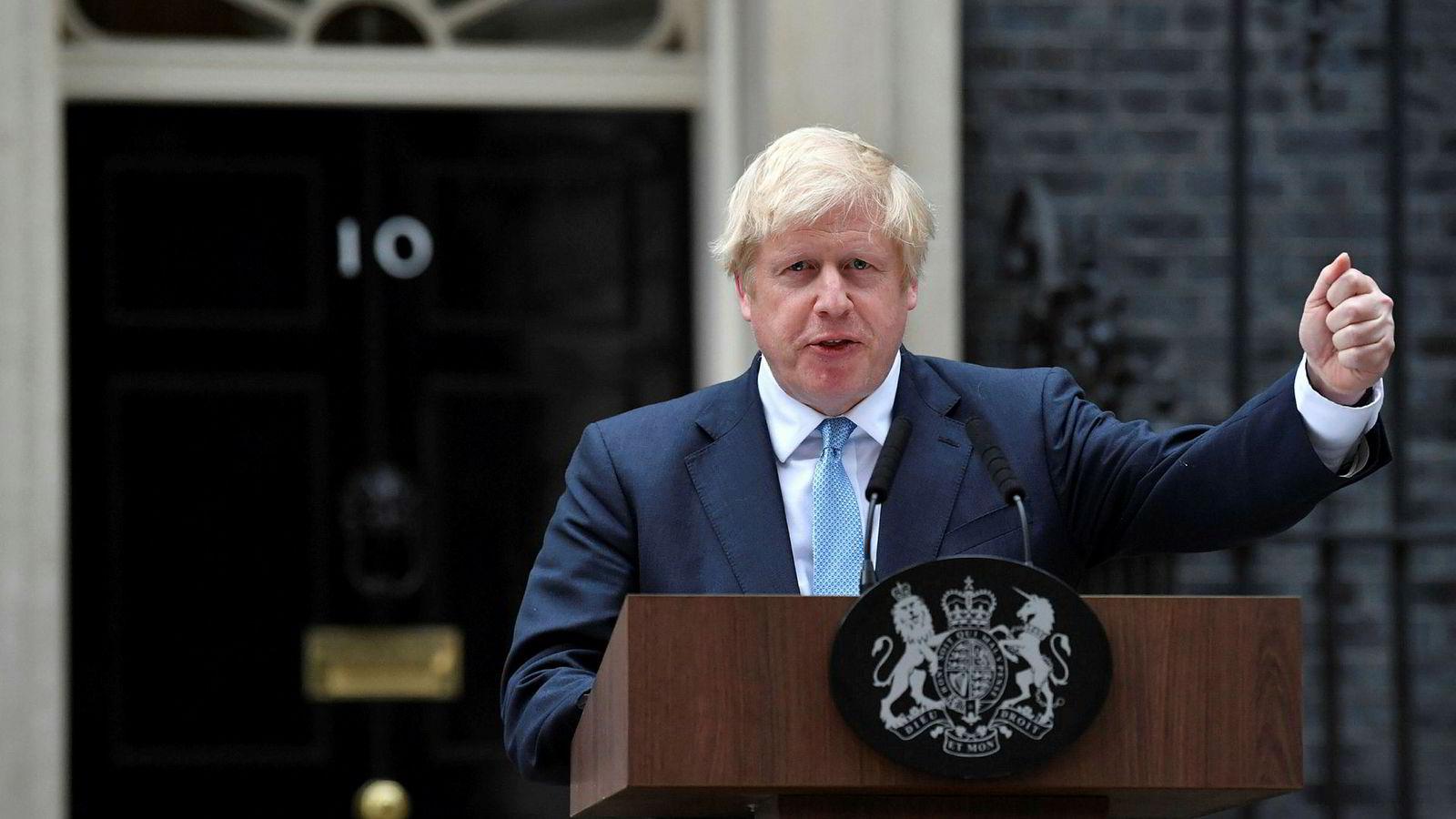 Storbritannias statsminister Boris Johnson talte utenfor statsministerboligen mandag kveld.