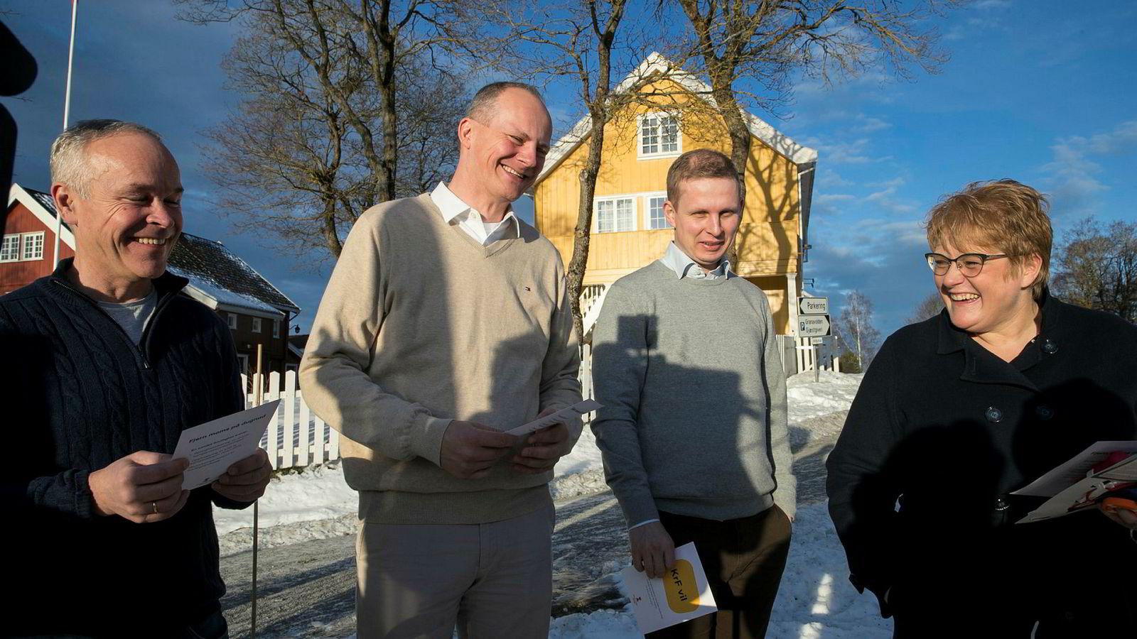 Uenige om spritsalg? Høyres nestleder Jan Tore Sanner, nestleder i Frp Ketil Solvik-Olsen, Erik Lunde fra KrF og Venstre-leder Trine Skei Grande under regjeringsforhandlingene på Granavolden Gjæstgiveri på Hadeland.