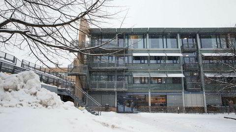 Flytting av sekretariatet eller dets oppgaver vil åpenbart gå ut over effektiviteten i lang tid. Resultatet må forventes å bli lang saksbehandlingstid før forbrukerne får en avgjørelse på sine klagesaker. Her Forbrukerklageutvalgets lokaler i Gjerderumsveien i Oslo.