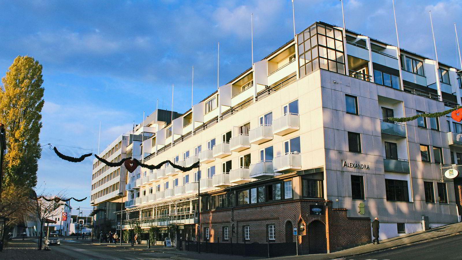 Quality Hotel Alexandra i Molde har vært drevet av Petter A. Stordalens Nordic Choice-kjede siden 1990-tallet. Nå overtar erkerivalen Scandic driften.
