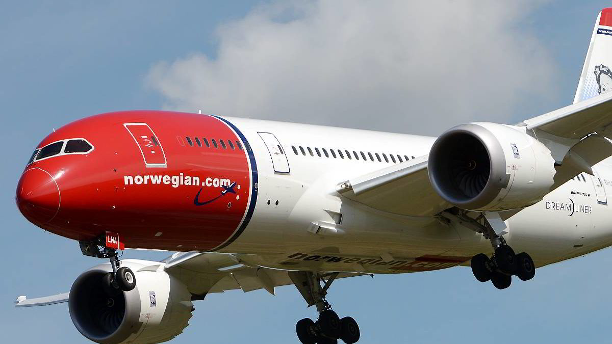 Trøblete start for Norwegians drømmefly.