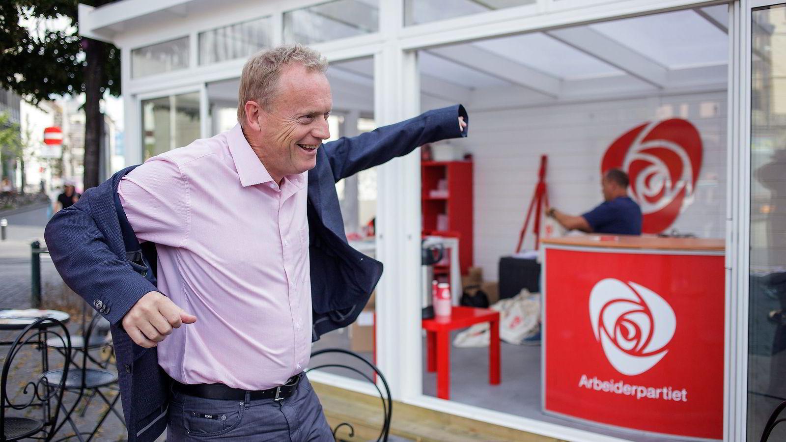 – Jeg vet jo at det er politisk tabu, sier Raymond Johansen om sitt eget mediepolitiske utspill midt under lokalvalgkampen. Foto: