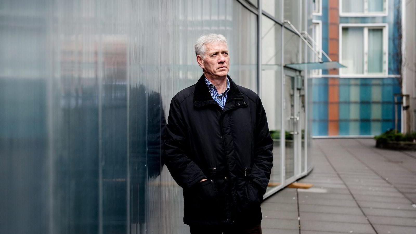 Porteføljeforvalter Sigmund Håland vil ikke at skattebetalerne skal plukke opp bankenes regninger.