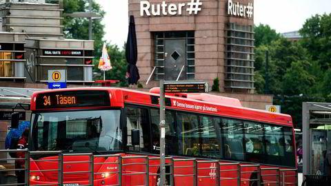 Bussene i Stor-Oslo utførte tre prosent av trafikkarbeidet i antall kjørte kilometer, men de var samtidig ansvarlig for 11 prosent av NOx-utslippet, skriver artikkelforfatterne. Foto: Per Ståle Bugjerde