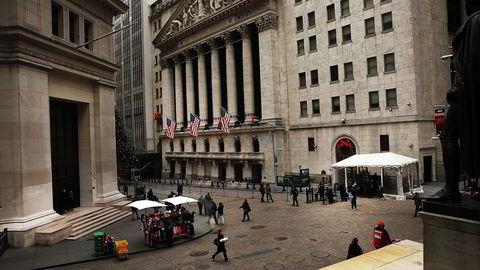 Det går mot en tung start på det nye året på amerikanske børser mandag. Bildet er fra Wall Street i uken før jul. Foto: Spencer Platt/Getty Images/