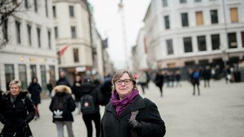 Daglig leder Elisabeth Realfsen i Finansportalen.no mener bankene venter med å sette ned renten til kundene spør, og at mange kan spare flere tusenlapper i året. Bankene har lagt frem nye rekordtall.