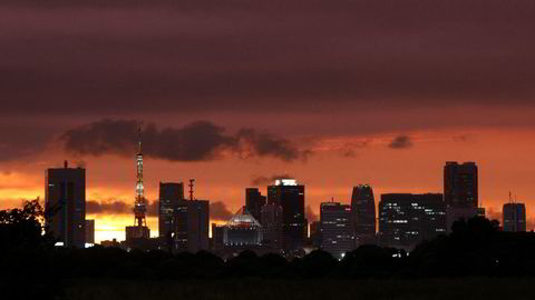 Det er rundt fire år siden Shinzo Abe lanserte den økonomiske planen som skulle dra Japan ut fra et par tiår med lav vekst, deflasjon og pessimisme. Illustrasjonsbildet viser Tokyo. Foto: REUTERS/Toru Hanai