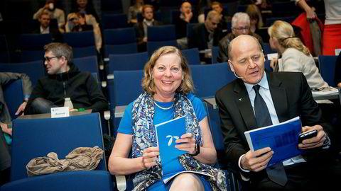 Berit Svendsen gikk av som leder for Telenor Norge og Skandinavia i begynnelsen av november i fjor. Her med Telenor-sjef Sigve Brekke.