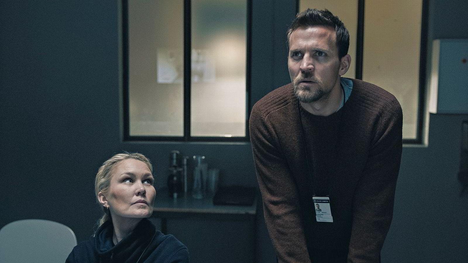 Grenseland. Den nye TV 2-serien «Grenseland», med blant annet Tobias Santelmann og Ellen Dorrit Petersen i rollene, er i sentrum for en rettighetskonflikt mellom norske Monster og Hollywood-produsent Herrick Entertainment.