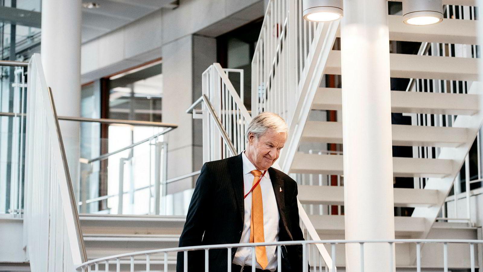 Norwegian-sjef Bjørn Kjos ankom fredag like før klokken 12 en ekstraordinær generalforsamling i Norwegian. Han svarte for første gang på at IAG, eieren til British Airways, har kjøpt seg opp i selskapet.