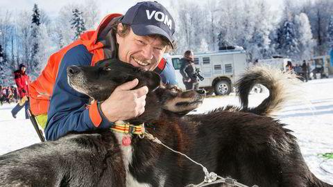 For å få laget «På tur med Lars Monsen» bygget NRK et bærbart og mobilt kontrollrom, slik at man kunne sende «live» fra fjellet uten internettilgang.