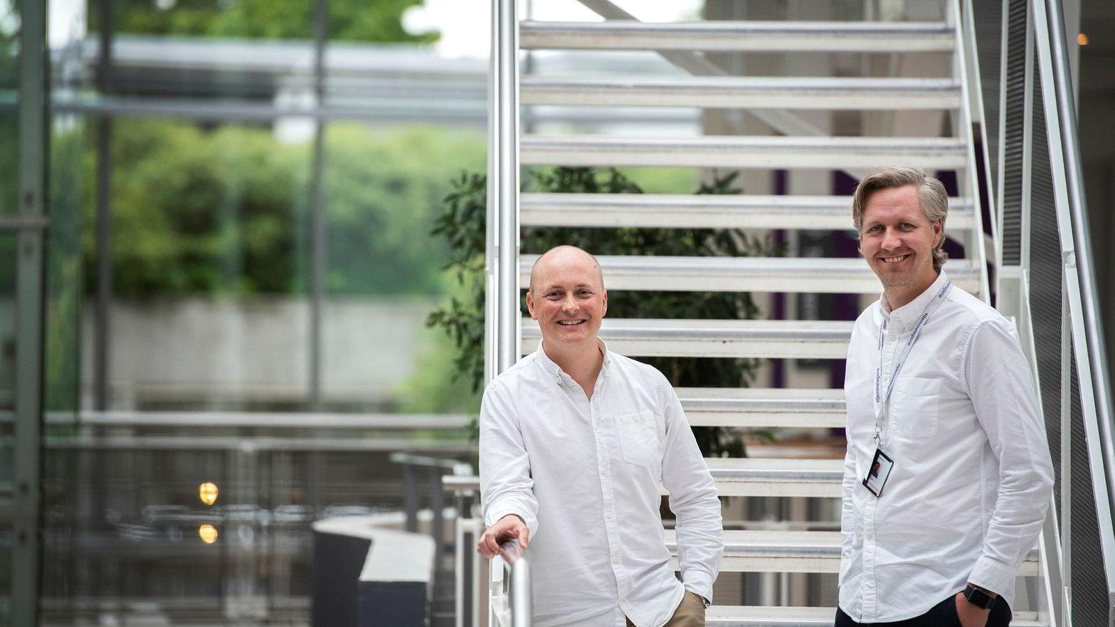 – Vi har store ambisjoner, så målet vårt er å kunne bredde dette utover, sier daglig leder Nicolai Skarsgård (til høyre) i Hjemmelegene. Her med investeringssjef Christian Horn Hanssen i Schibsted Vekst.
