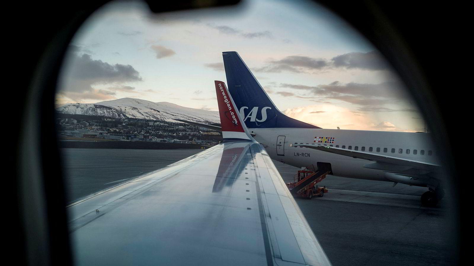 SAS har overtatt en avtale med Forsvaret fra Norwegian. Her fra Tromsø Lufthavn.