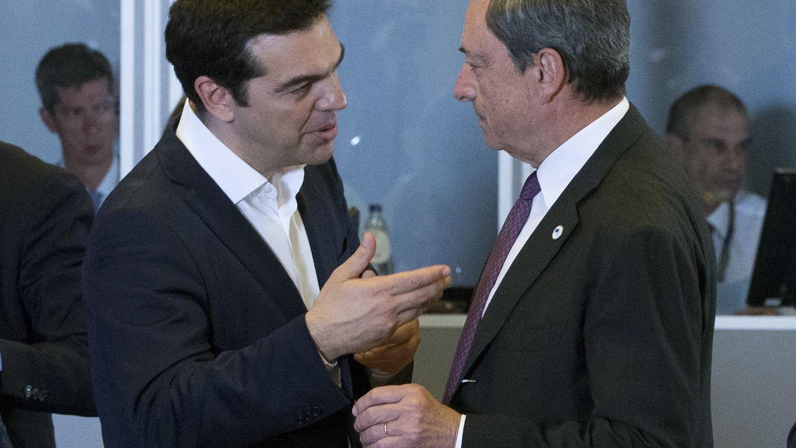 Hellas' statsminister kan bli tvunget ut av eurosonen om den europeiske sentralbanksjefen Mario Draghi stopper strømmen av nødlikviditet.