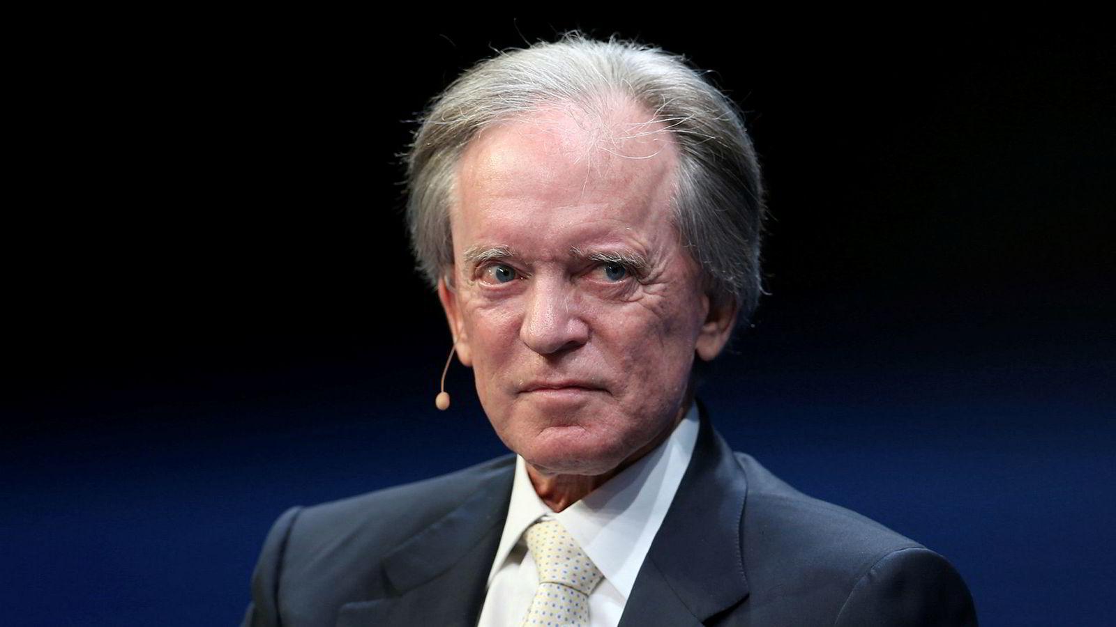 Porteføljeforvalter og investorlegenden Bill Gross advarer mot rekordhøy risiko i markedene og tror enkeltindivider ender opp med å betale prisen for at sentralbankenes slappe finanspolitikk pumper opp prisene i aksjemarkedet.