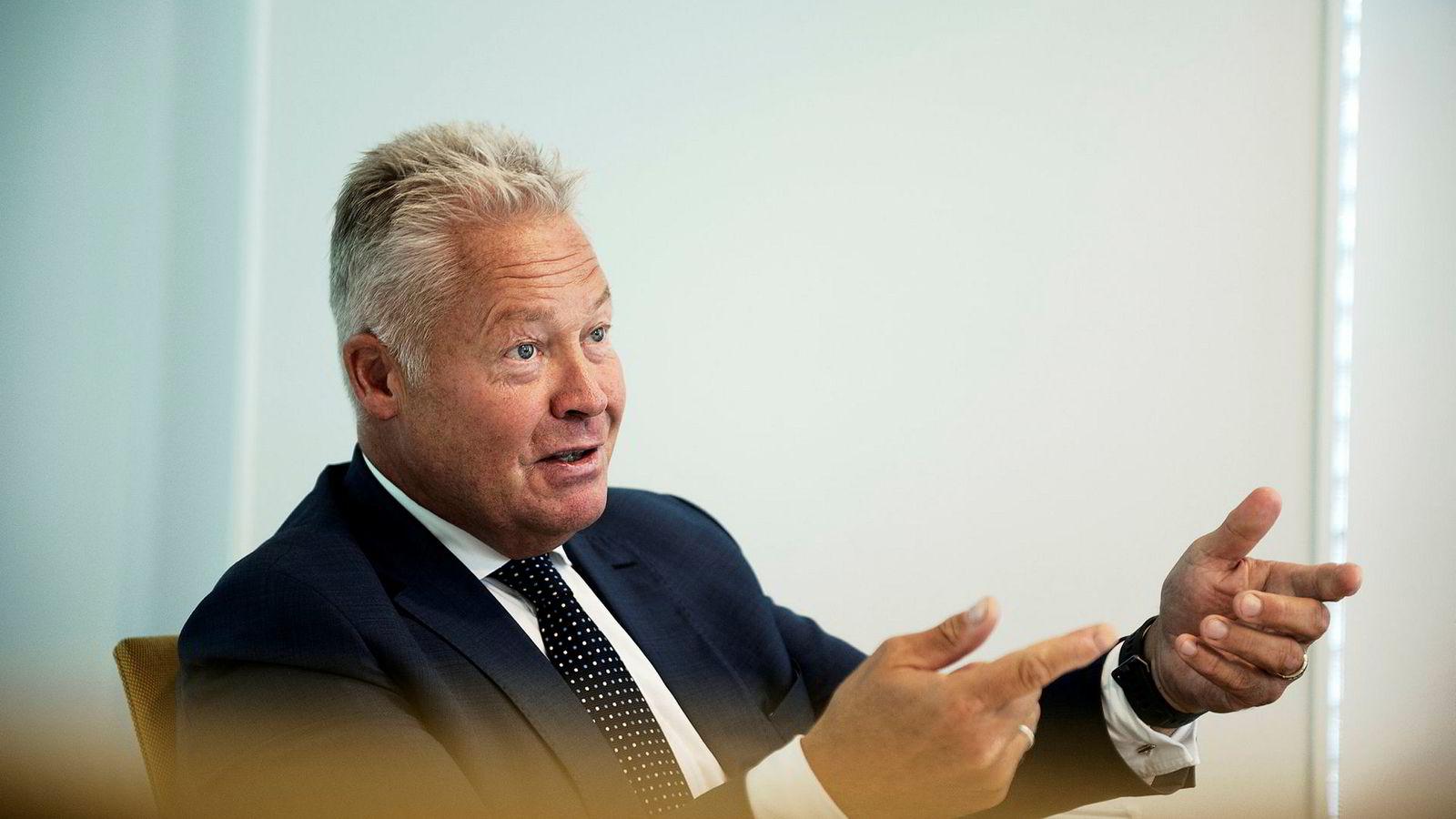 Konsernsjef i Gjensidige, Helge Leiro Baastad, ønsker at elbileierne får enda større fordeler.