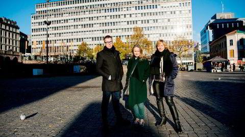 Sjefredaktørene Eirik Hoff Lysholm (fra venstre) i Dagsavisen, Irene Halvorsen i Nationen og Åshild Mathisen i Vårt Land reagerer på Dagbladet og Allers forslag.                    Foto: Mikaela Berg
