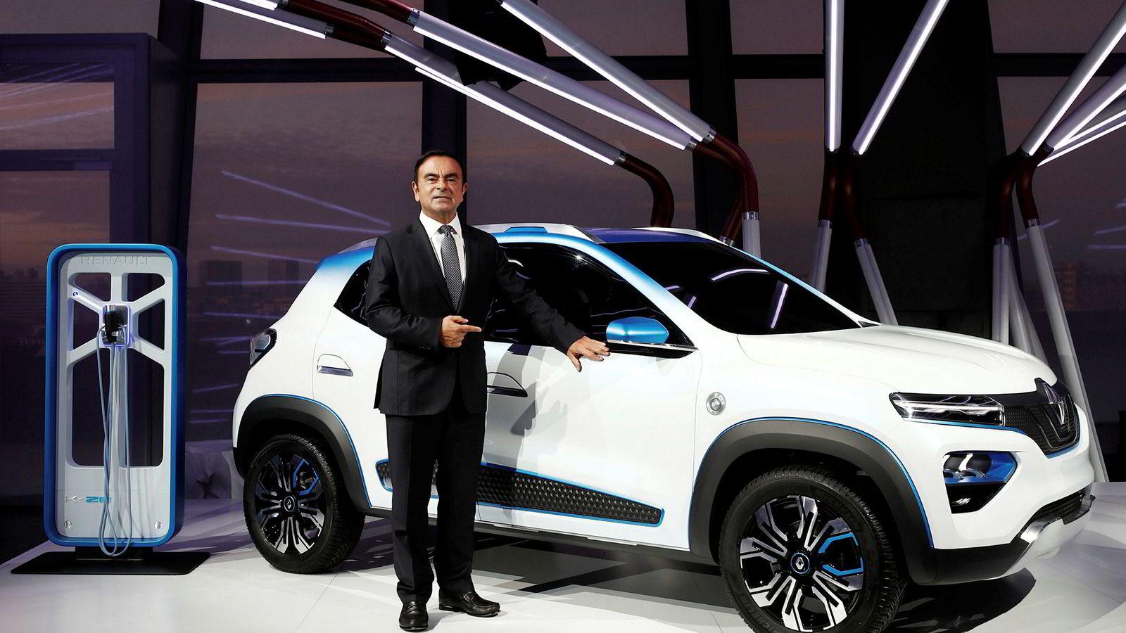 Bedrageritiltalte Carlos Ghosn har gått av som toppsjef i Renault.