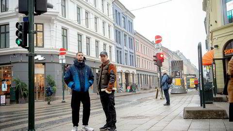 Chirag Rashmikant Patel (til venstre) og Magdi Omar Ytreeide Abdelmaguid i rapduoen Karpe har frosset utbetalingene fra utgivelsene «Glasskår», «Rett fra hjertet», «Fire vegger» og «Aldri solgt en løgn».