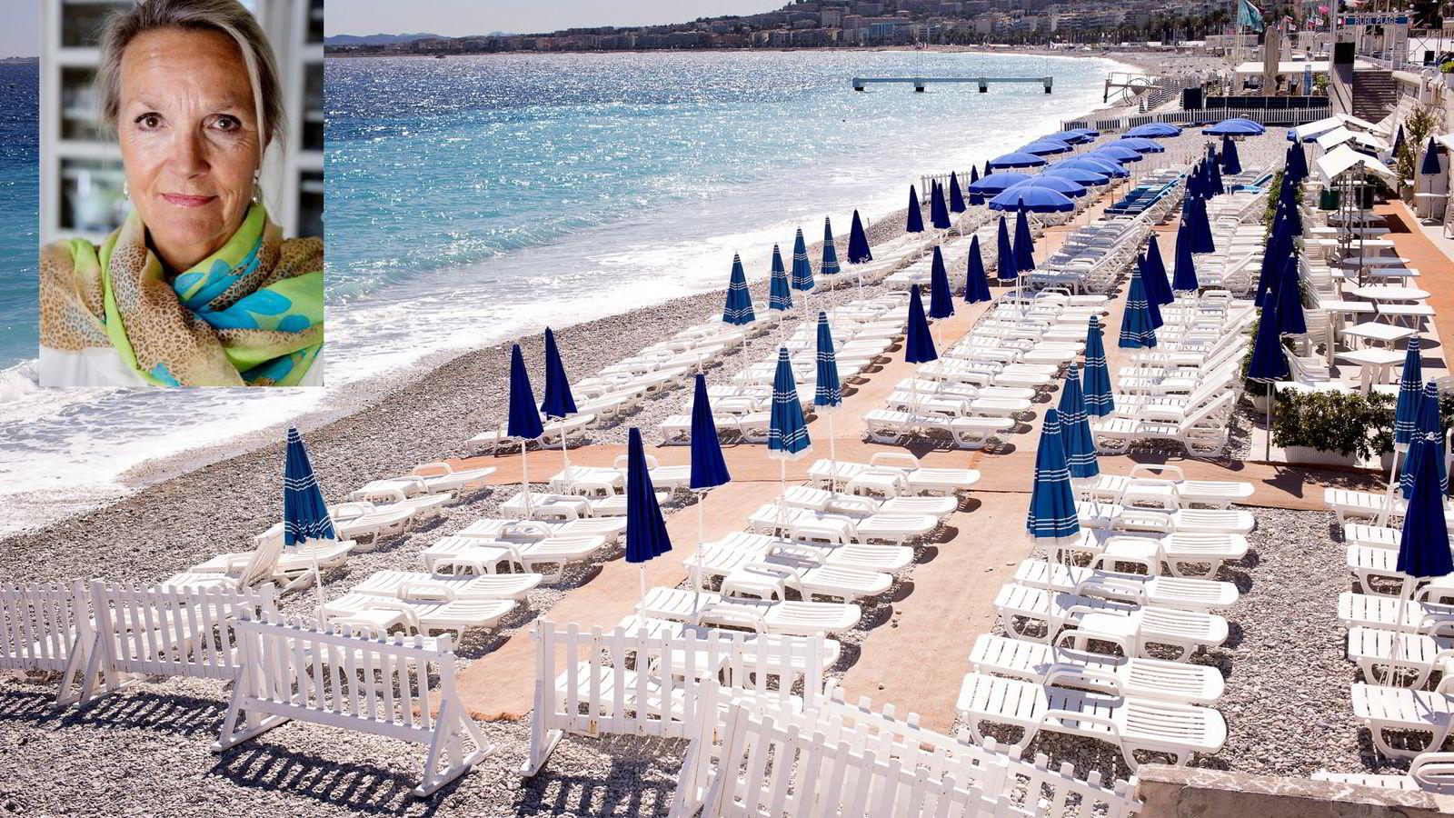 Solsengene på stranden nedenfor Promenade des Anglais sto fredag tomme etter terrorangrepet dagen i forveien.