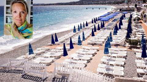 Solsengene på stranden nedenfor Promenade des Anglais sto fredag tomme etter terrorangrepet dagen i forveien. Foto: Gunnar Lier