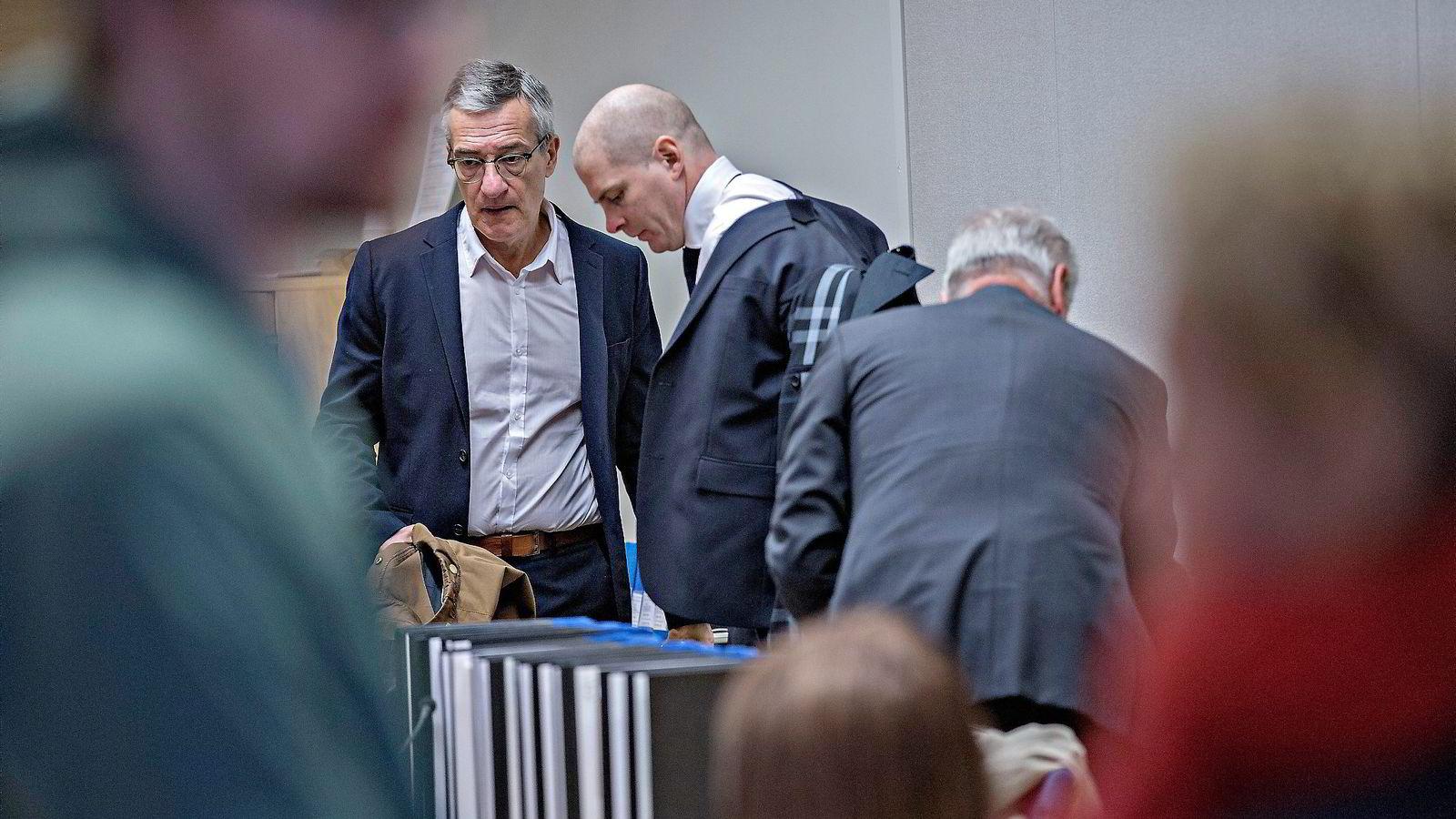 Boris Benulic (til venstre) og hans forsvarer Olle Kullinger i Södertörns Tingsrätt, der Benulic ble dømt til tre og et halvt års fengsel.               Foto: Aleksander Nordahl