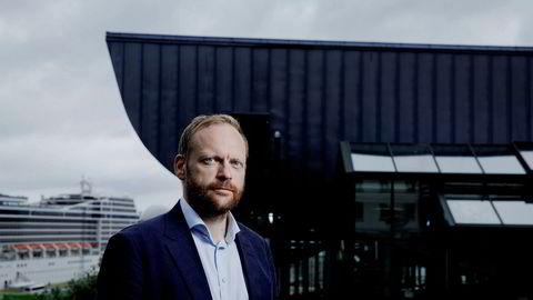 Professor Jon Petter Rui ved juridisk fakultet, Universitetet i Tromsø mener bruk av kommersielle lister over høyrisikopersoner kan være i strid med den nye hvitvaskingsloven.