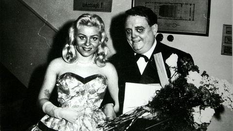 Operettekongen. Johnny Bode og hans østerrikske kone Inge etter en premiere på Stadt-Theater i Würzburg. Østerrike var ett av fire land Bode ble utvist fra.