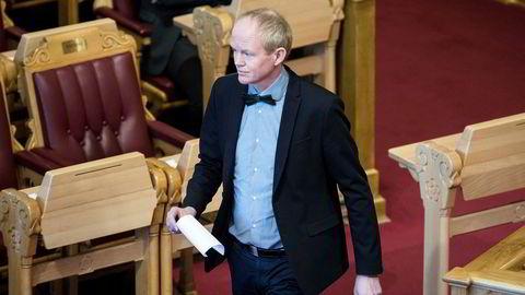 SVs Lars Haltbrekken synes klimasamarbeid er bra, men ikke å gi fra seg makt. Men det har SV stemt for.