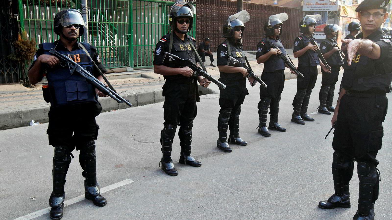 Den omstridte elitesoldatstyrken Rapid Action Battalion beskyldes av menneskerettighetsorganisasjoner for å drive med tortur, kidnapping og annen voldsutøvelse mot religiøse og politiske motstandere av myndighetene.