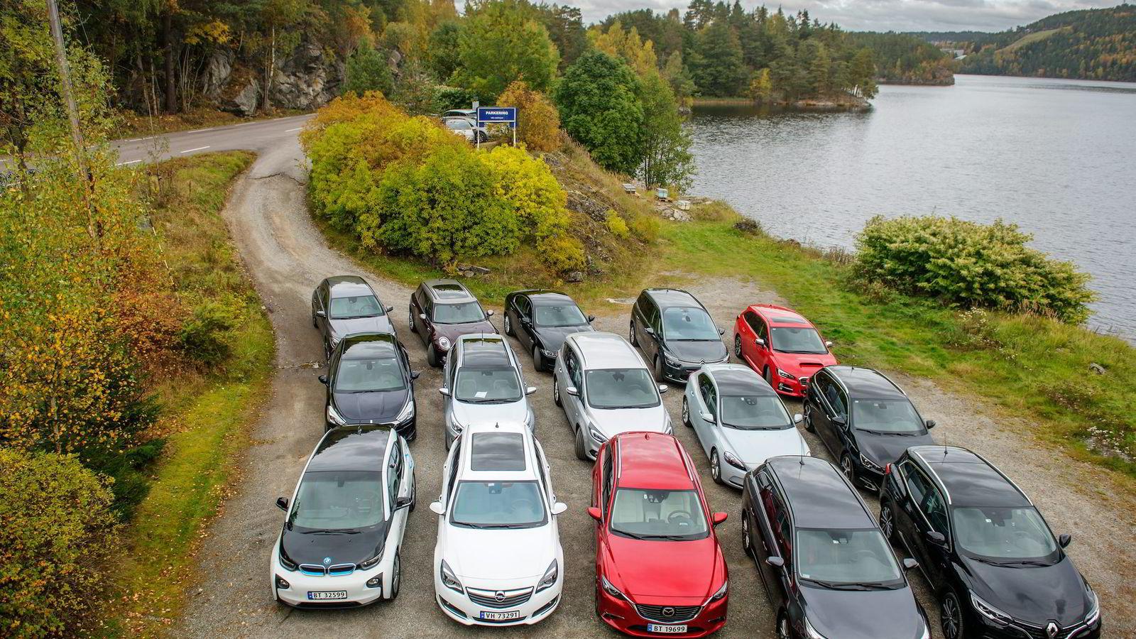 Forbrukerrådet har gått bilgarantiene etter i sømmene og konkludert med de er uklare og tvetydige. På bildet de 15 bilene som kjempet om å bli Årets firmabil i DNs kåring.  Foto: Hampus Lundgren
