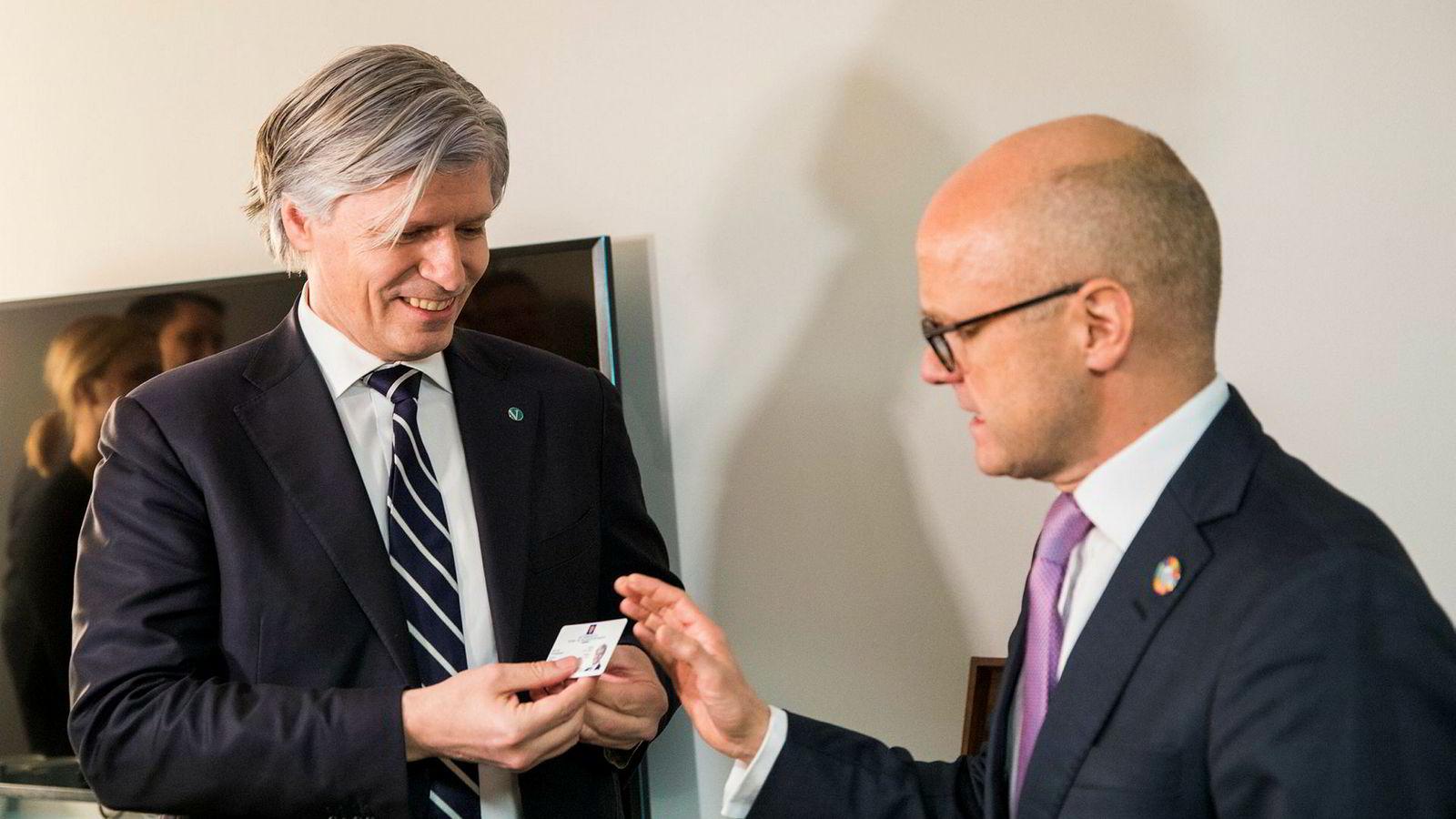 I januar gikk Høyres Vidar Helgesen (til høyre) av som klima- og miljøminister og overlot adgangskortet til Venstres Ola Elvestuen. Denne uken har vist at han også etterlot seg to viktige føringer for norsk klimapolitikk.
