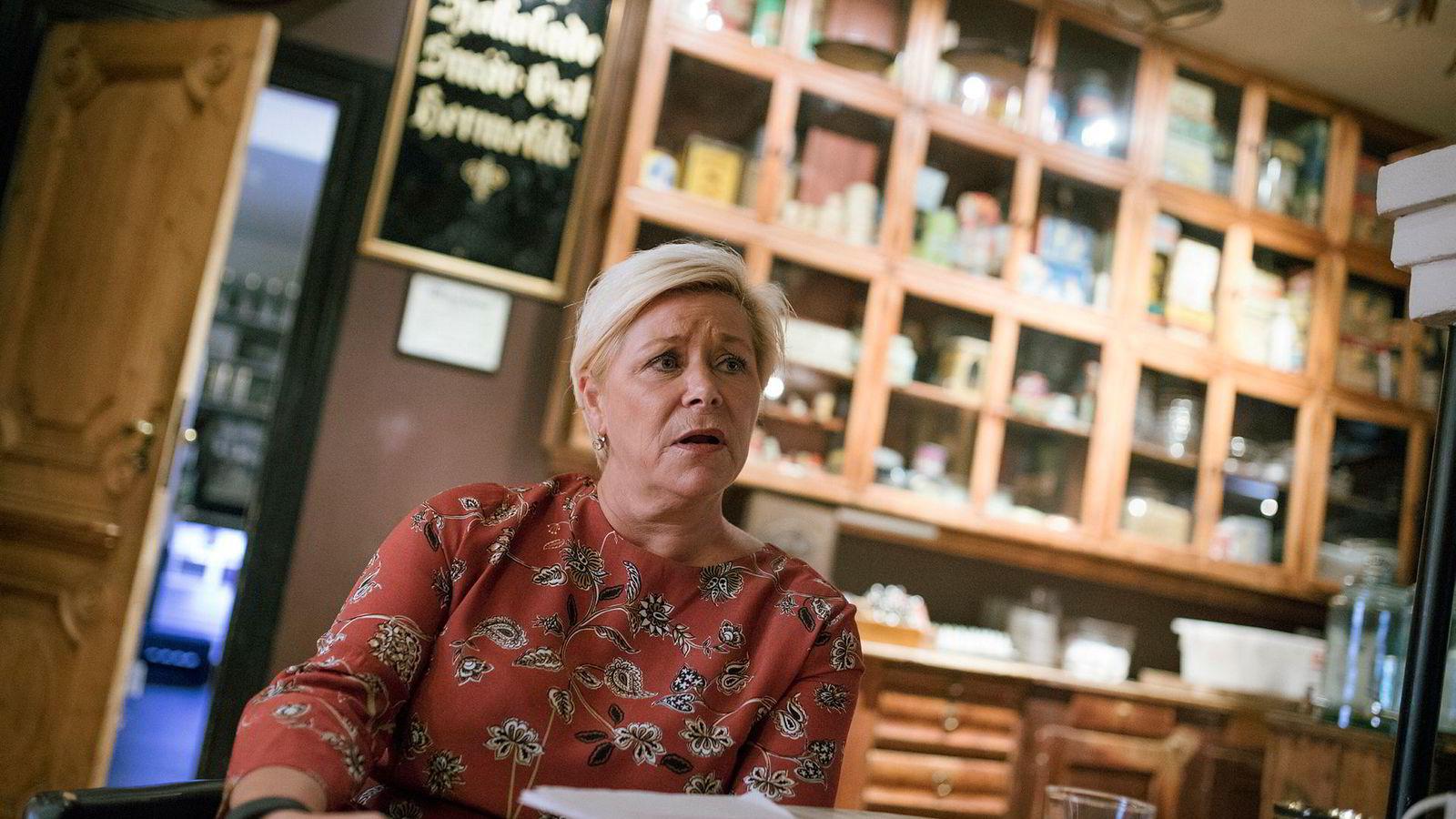 Finansminister Siv Jensen innrømmer hun er latterlig forsiktig med sin egen privatøkonomi. Foto: Sebastian S. Bjerkvik