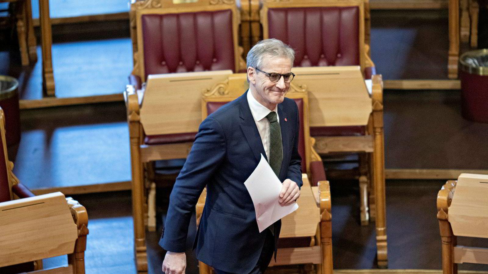 Onsdag kritiserte Ap-leder Jonas Gahr Støre den utvidede regjeringens erklæring i Stortinget. Januarmålingene viser at et valg nå ville gjort ham til statsminister.