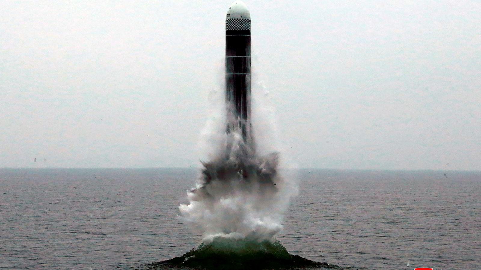 Nord-Korea prøveskjøt onsdag et missil fra det som Pentagon mener var en undersjøisk plattform, ikke ubåt.